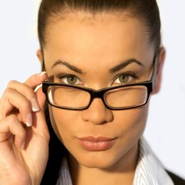 maquiller des yeux lunettes. Black Bedroom Furniture Sets. Home Design Ideas
